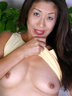 Naughty mature woman seduces young girls... F70