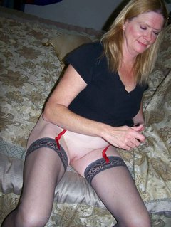 Amazing deepthroat and cum slurping by a mature woman