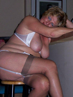 Blonde mature mom in her stockings sm65
