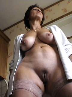Mature milf masturbating herself 2
