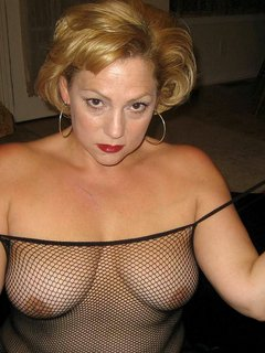 Latina mature uses toy in pussy and big ass on cam