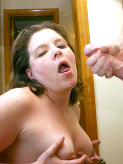 Mature mom-next-door loves masturbating