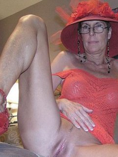 Mature amateur jesse wearing nipple clamps