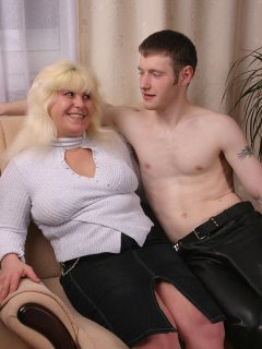 Hot & busty mature mom in webcam - negrofloripa
