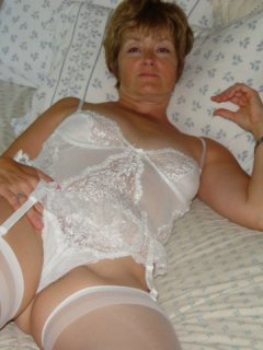 Nut hunter mature milf is choosy about her cock