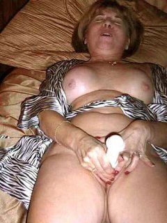 Mature plays with her pussy and squirts huge