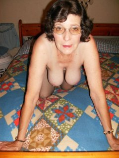 Flor is a lovely mature latina who loves to fuck
