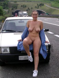 Car drive and fisting mature woman in the back... Bmw