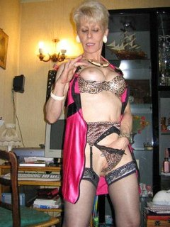 Amateur mature housewife fisted and vegetable penetrated
