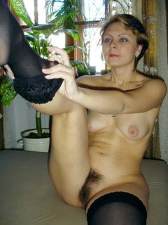 Mature woman gets a huge cumload in her mouth!