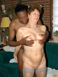 Art student gets lucky with the mature model