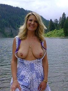 Joanne (27) loves my mature cock (61).