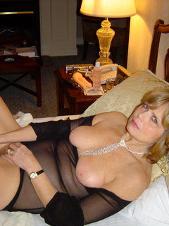 Blonde amateur mature housewife jerk off alone
