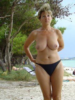Mature likes sex toy before the fuck