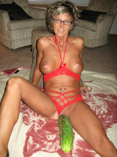 Mature curvy wife gives cowgirl ride