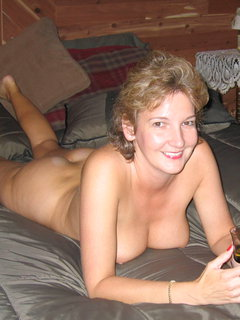 Mature big boobed hottie