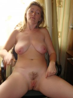 Mature enjoying wild toy inserting in shaved pussy