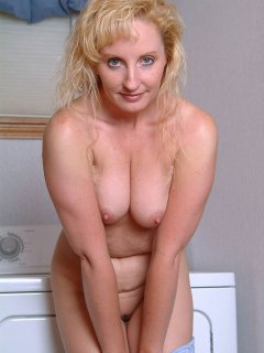 Mature, big tits, hairy pussy.. In 3d