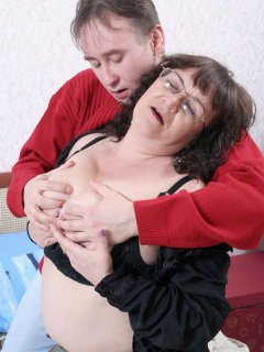 Two amature babes strap it on