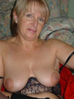 Mature wife rubs one out