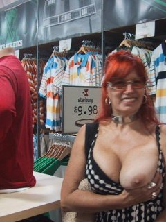 Sexy mature woman loves to fuck