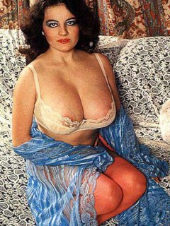 Mature mom and not her daughter please each other on cam